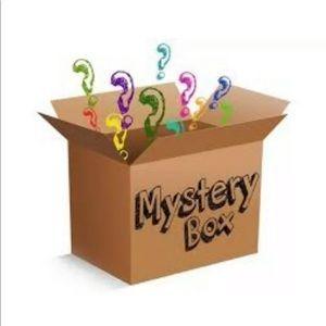 10x10x8 mystery box